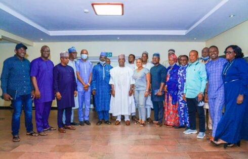 Gov Yahaya Bello with editors and online publishers