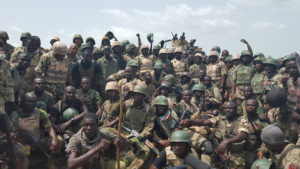 rsz_troops_in_group_pic_with_coas_buratai (2)