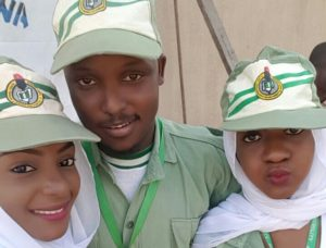 Abdulaziz middle with NYSC Colleagues on the Camp