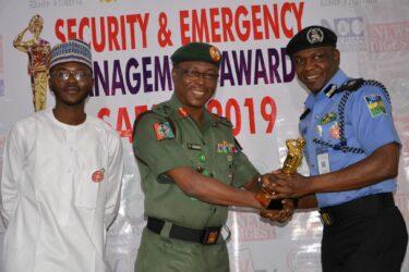 Police Spokesperson Frak Mba receives SAEMA Golden Trophy